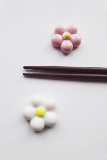 Chopsticks-stand-white-and-pink-flower