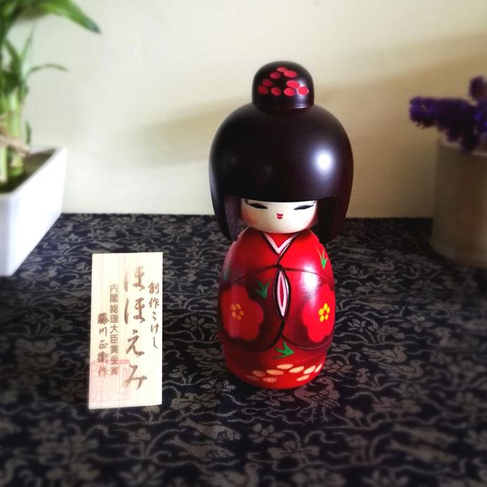 Kokeshi-doll-hohoemi-thumnail