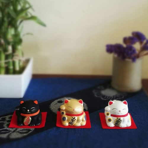 Maneki-neko-unglazed-ceramics-bell