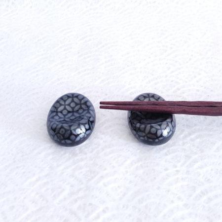 2P-Japanese-Chopsticks-rest-Ginsai-Shippo-1