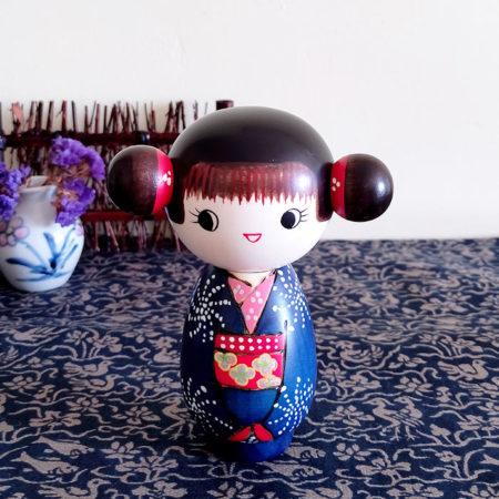 Japanese-kokeshi-doll-Gokigen-1