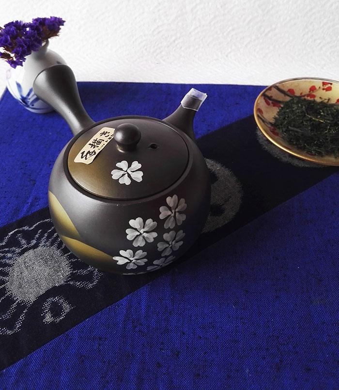 Tokoname teapot sakura